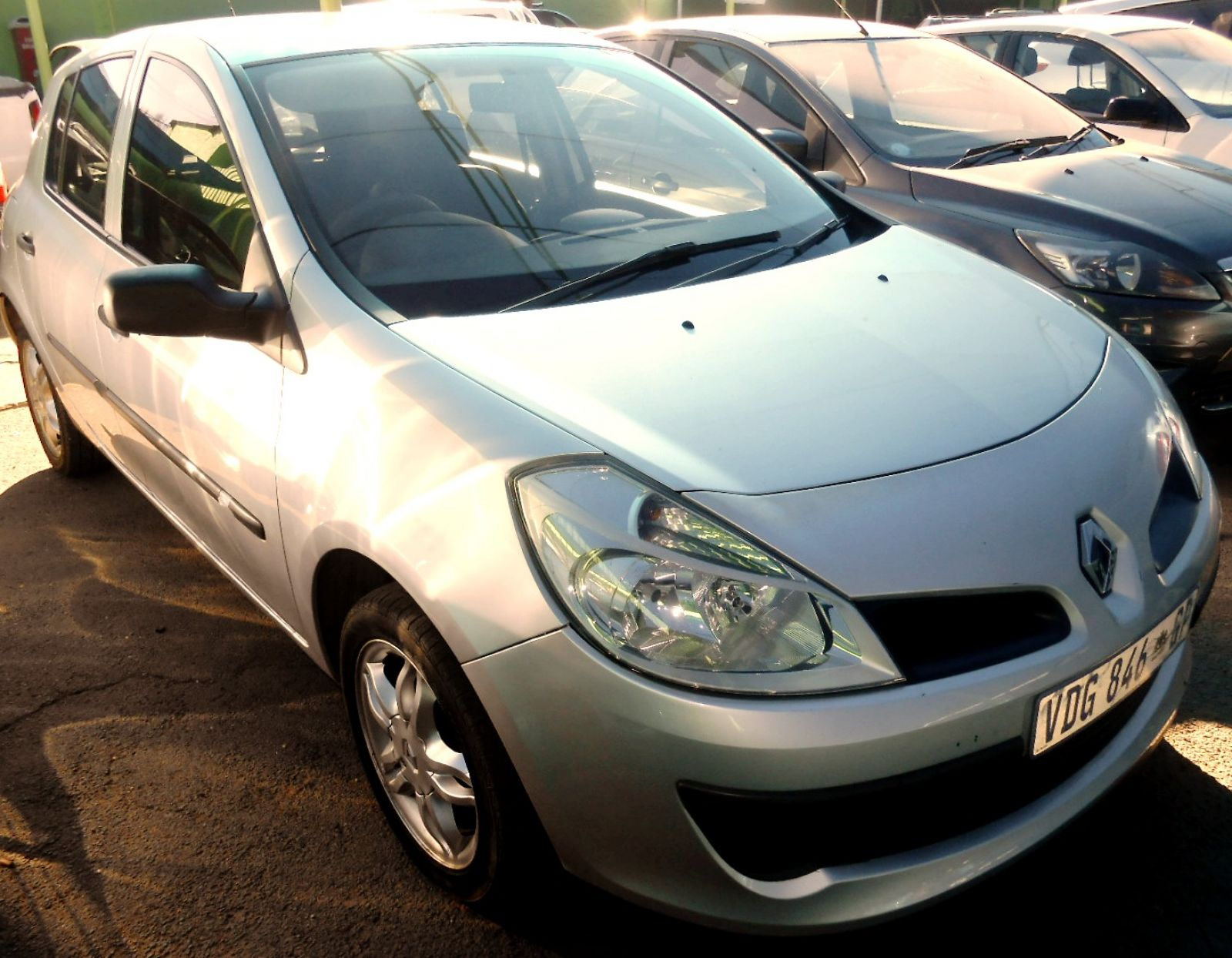 renault clio iii 1 6 expression 5dr a t for sale in roodepoort gauteng. Black Bedroom Furniture Sets. Home Design Ideas